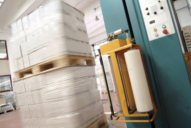 Macchina per l'imballaggio delle merci industriale fotografie stock