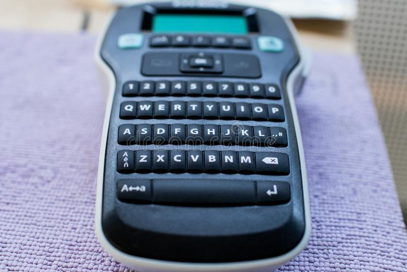 Macchina per la fabbricazione delle etichette tastiera con le lettere ed i numeri e fotografie stock
