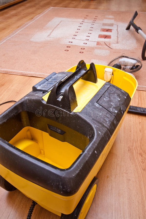 Macchina professionale di pulizia del tappeto fotografia stock libera da diritti