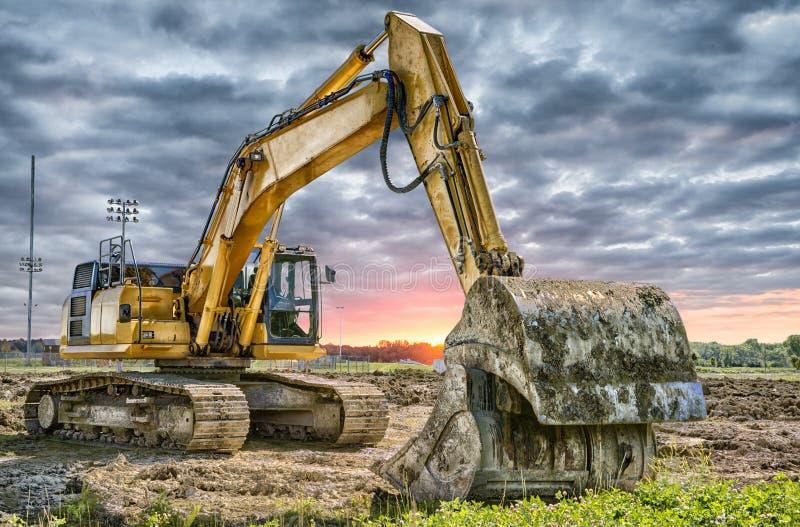 Macchinario dell'escavatore al cantiere immagine stock libera da diritti