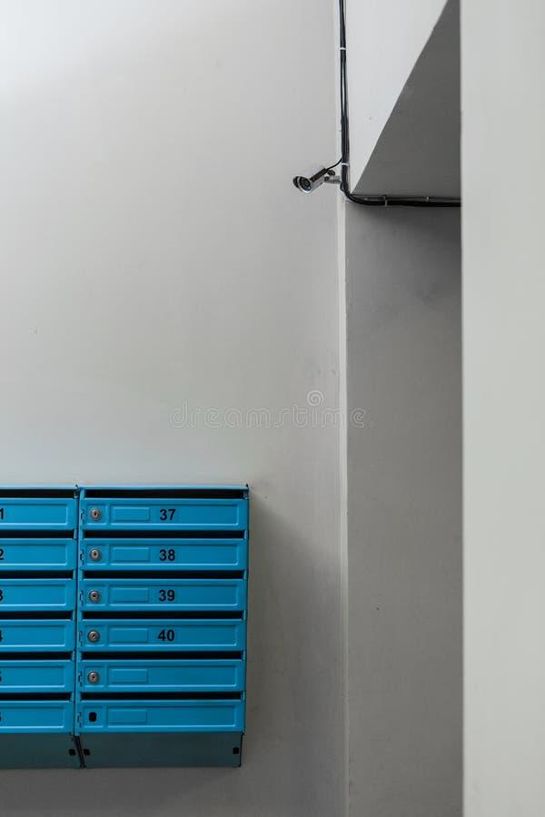 Macchine fotografiche del CCTV sulla parete  Agenzia di sicurezza fotografia stock libera da diritti