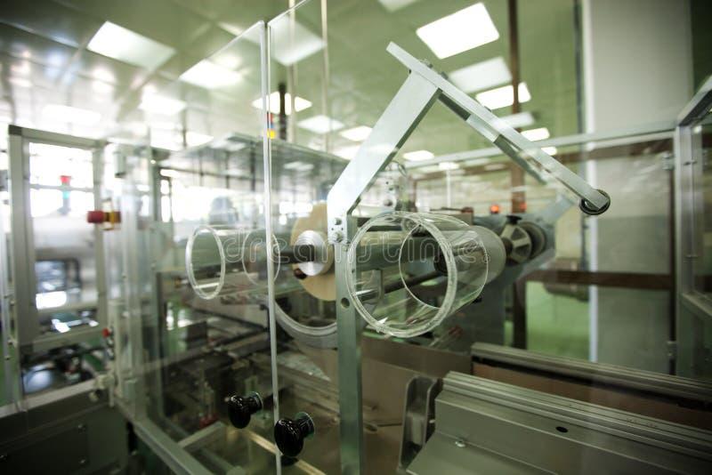 Macchine in un'industria farmaceutica fotografie stock