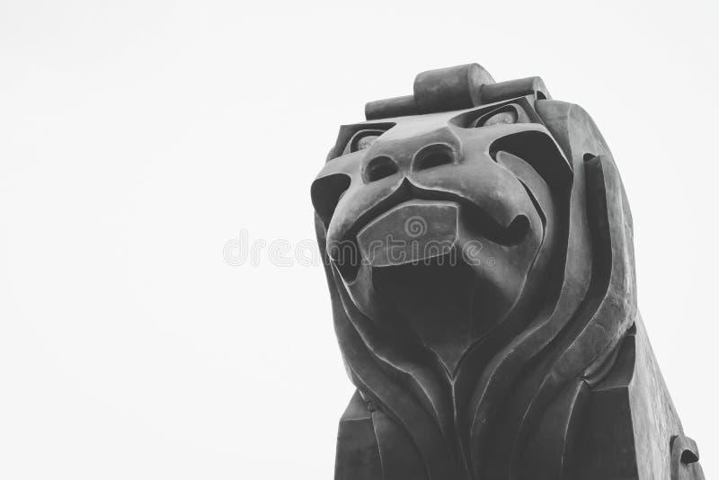 Macedônia, Skopje, escultura de pedra do leão da ponte Centro da cidade, lio fotos de stock