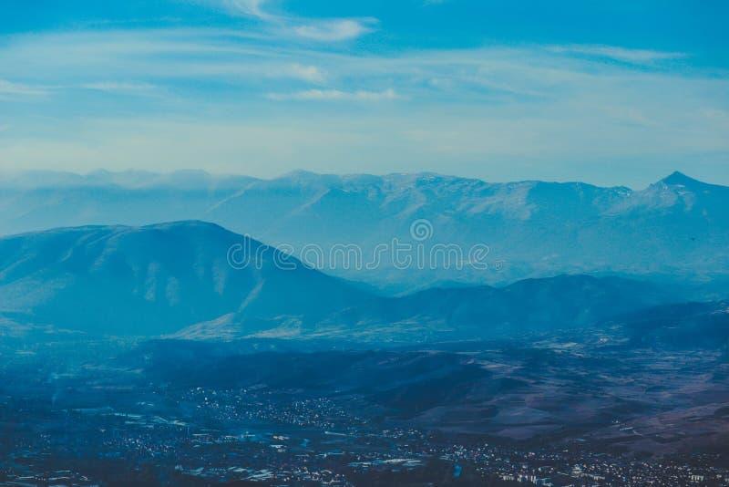 Macedônia, Skopje, vista do monte de Vodno Europeu bonito imagem de stock