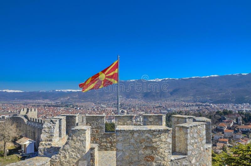 Macedońska flaga na Samuel ` s fortecy w Ohrid, Macedonia obrazy stock