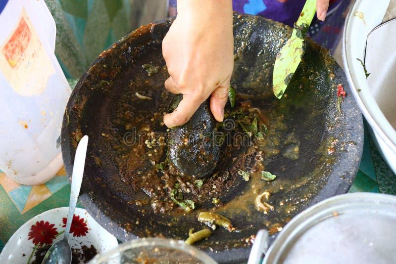 macedonia indonesiana con salsa piccante calda immagine stock