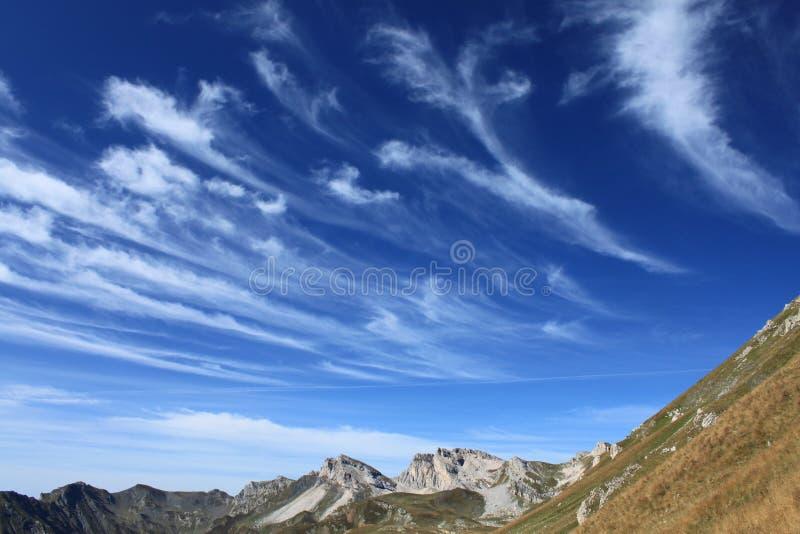 Macedonische cirruswolken royalty-vrije stock afbeeldingen