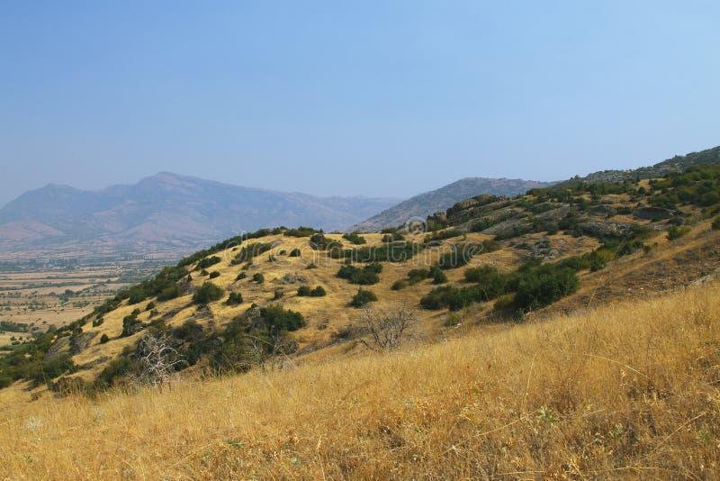 Macegonia, região de Pelagonia, fora da cidade de Prilep, montanhas do babá imagem de stock
