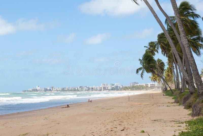 Maceio, Бразилия - 5-ое сентября 2017 Пляж Cruz das Almas почти стоковые изображения rf