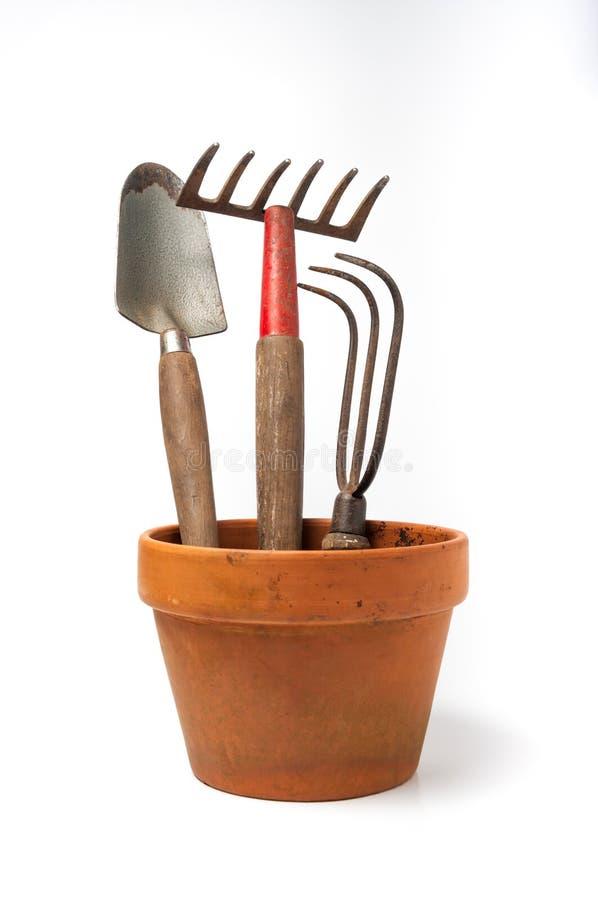 Maceta con los utensilios de jardinería fotografía de archivo libre de regalías
