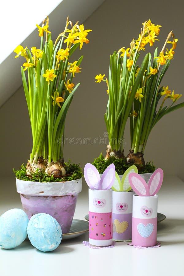 Macetas hechas en casa de los huevos de los conejitos de - Decoracion hecha en casa ...