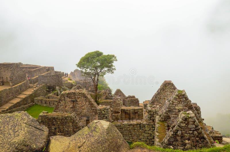 MACH PICCHU, CUSCO region, PERU CZERWIEC 4, 2013: Szczegóły obszar zamieszkały 15 wiek inka cytadela Mach Picchu zdjęcia stock