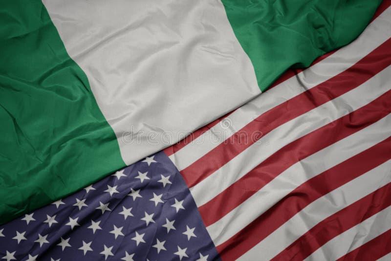 machać kolorową flagę zlani stany America i flaga państowowa Nigeria obraz stock