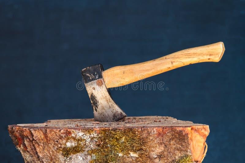 Download Machado No Bloco De Madeira Imagem de Stock - Imagem de stump, chop: 26503927