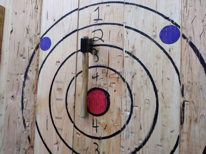 Machado que joga, Bullseye, alvo de jogo do machado fotos de stock