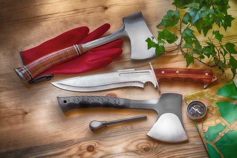 Machados, acionador de partida da faca, do compasso e de fogo, ferramentas para ofícios, sobrevivência, lenhador, acampamento e v ilustração royalty free