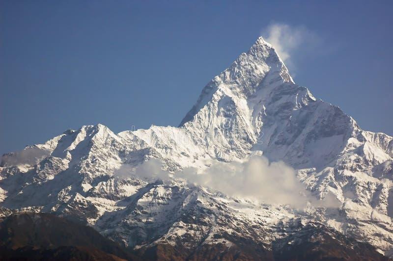 Machapuchare - pico de montanha majestoso em Himalaya. imagem de stock