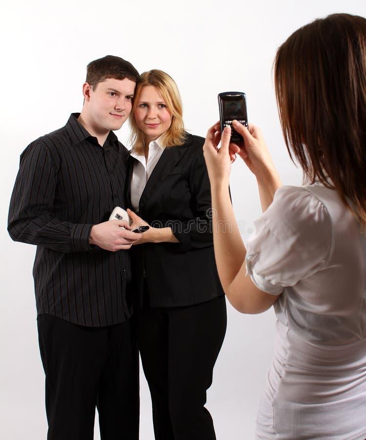 Machen eines Fotos eines netten Paares lizenzfreies stockbild