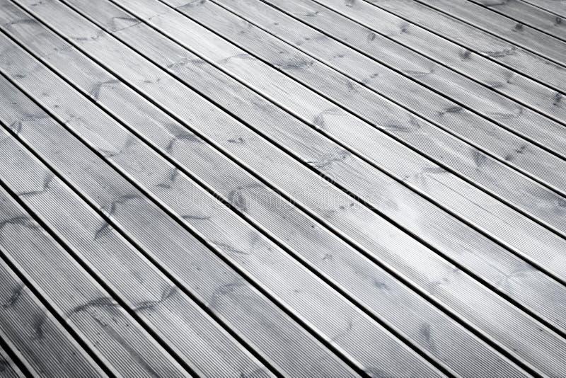 Download Machen Sie Braunen Hölzernen Boden Der Terrasse Nass Stockfoto    Bild Von Heftzwecke, Beschaffenheit