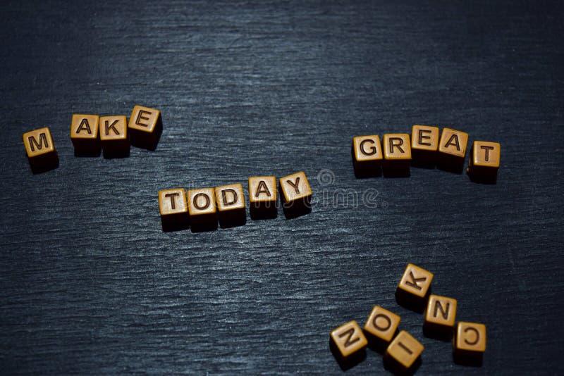Machen Sie heute die große Mitteilung, die auf Holzklötze geschrieben wird Motivationskonzepte Kreuz verarbeitetes Bild stockfotografie