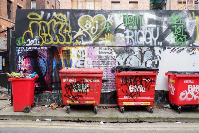 Machester Backstreet graffiti i Wheelie kosze zdjęcie stock