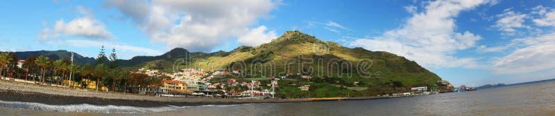 Machico cerca del aeropuerto en Madeira, Portugal imagenes de archivo