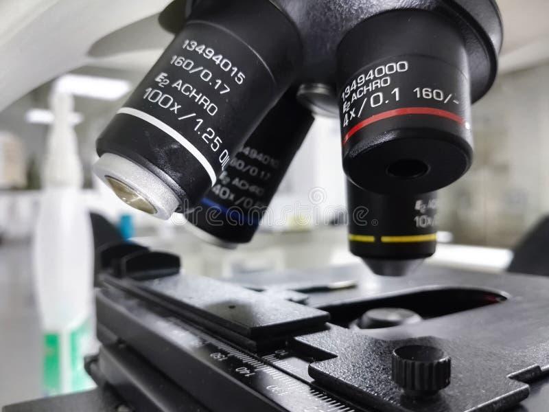 Machinalna scena i obiektywni obiektywy mikroskopu wyposażenie obraz royalty free