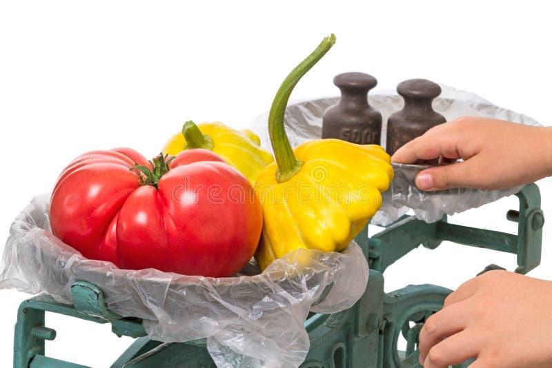 Machinalny waży z warzywami obrazy stock