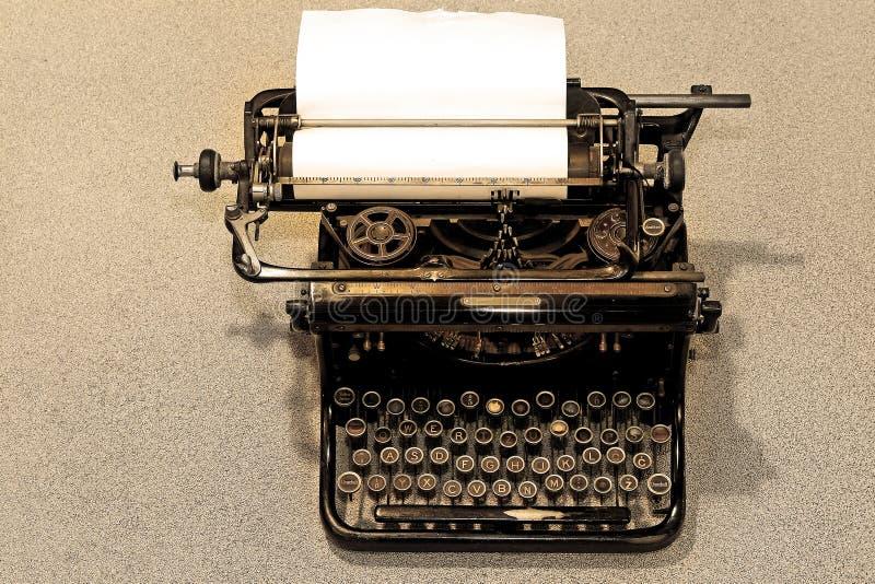 Download Machine à écrire de cru photo stock. Image du rétro, taper - 8659920