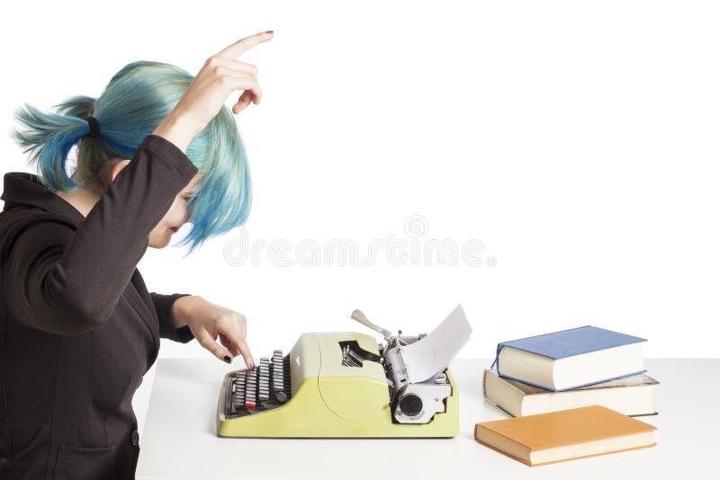 Machine à écrire de fille photographie stock libre de droits
