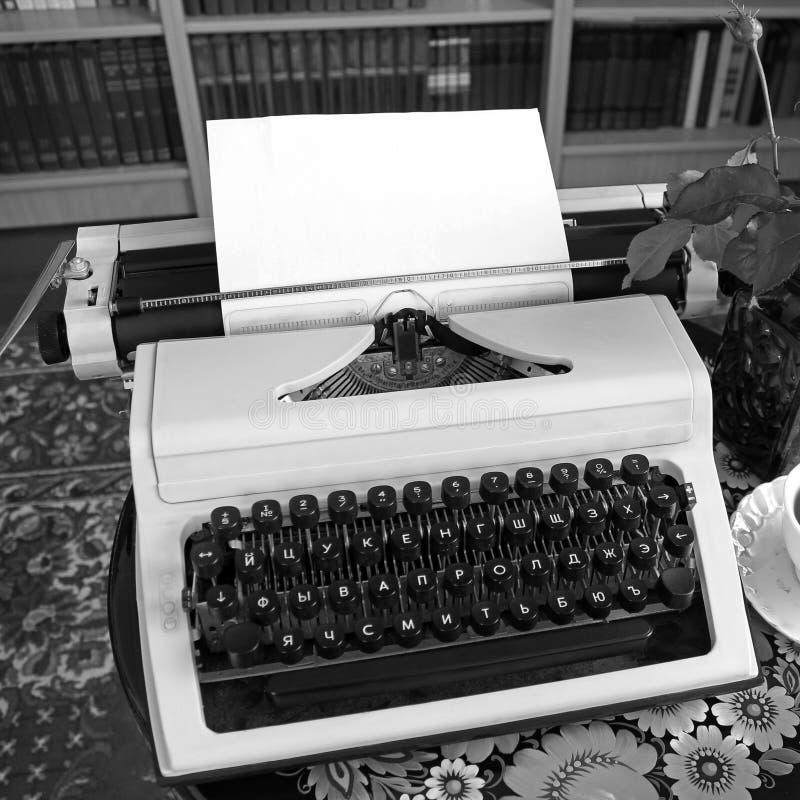Machine à écrire en gros plan Vieilles choses photographie stock libre de droits