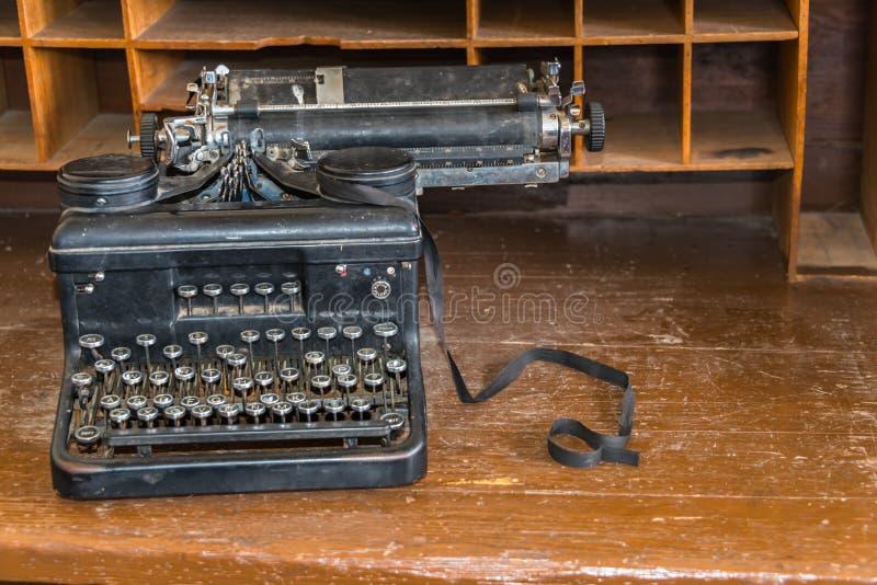 Machine à écrire obsolète de manuel de technologie image stock