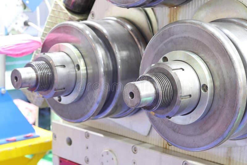 machine à cintrer en acier pour le processus de fabrication images stock