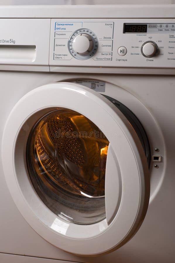 Machine à laver automatique. photo libre de droits