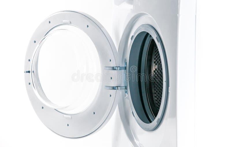 Machine à laver avec un détail de porte ouverte photographie stock