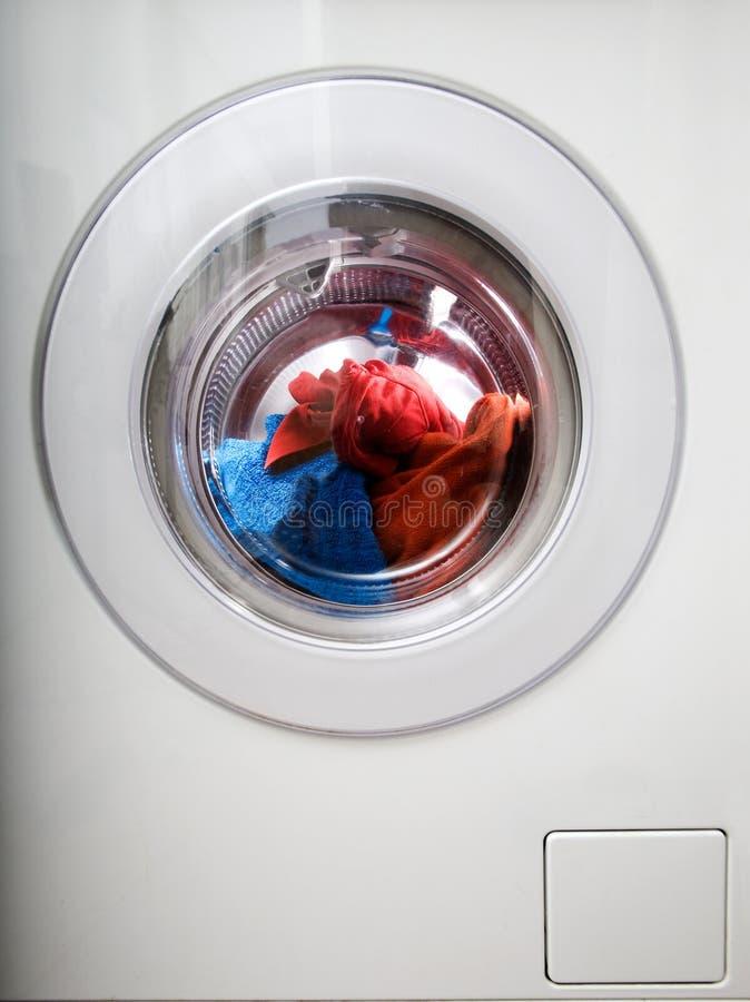 Machine à laver du chargement frontal photographie stock libre de droits