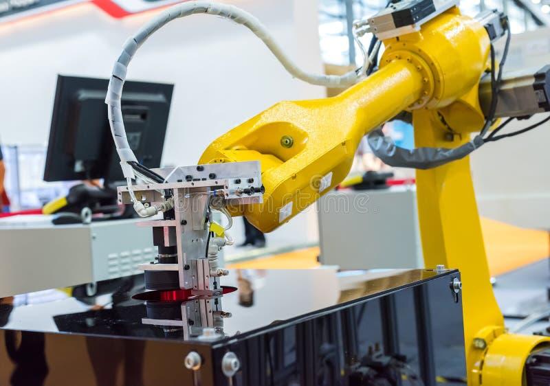 Machine avec le robot images libres de droits