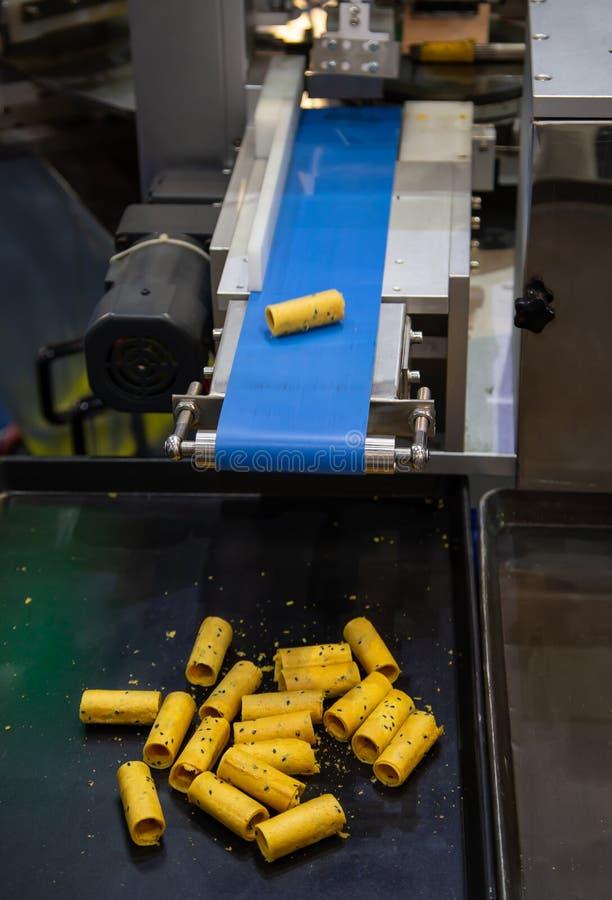 Machine croustillante de biscuit de petit pain de noix de coco photo libre de droits