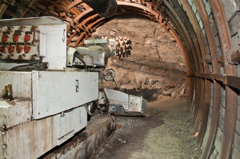 Machine d'abattage dans la mine de houille photographie stock