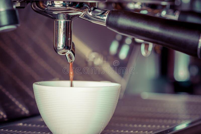 Download Machine de café image stock. Image du maison, espresso - 45365991