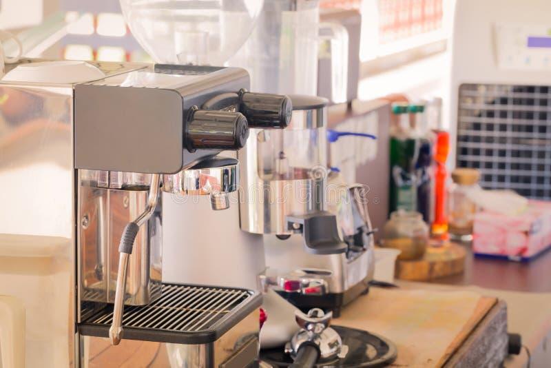 Machine de café d'expresso et outil d'équipement photo stock