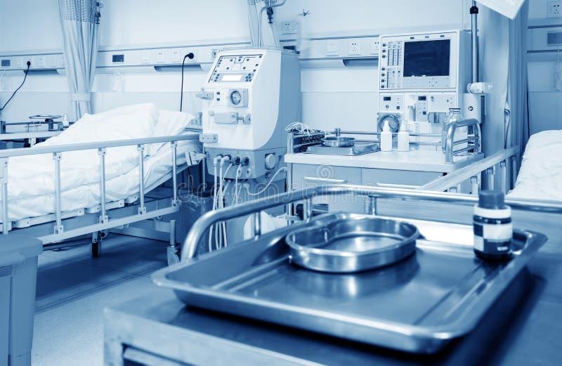 Machine de hémodialyse dans une salle d'hôpital image libre de droits
