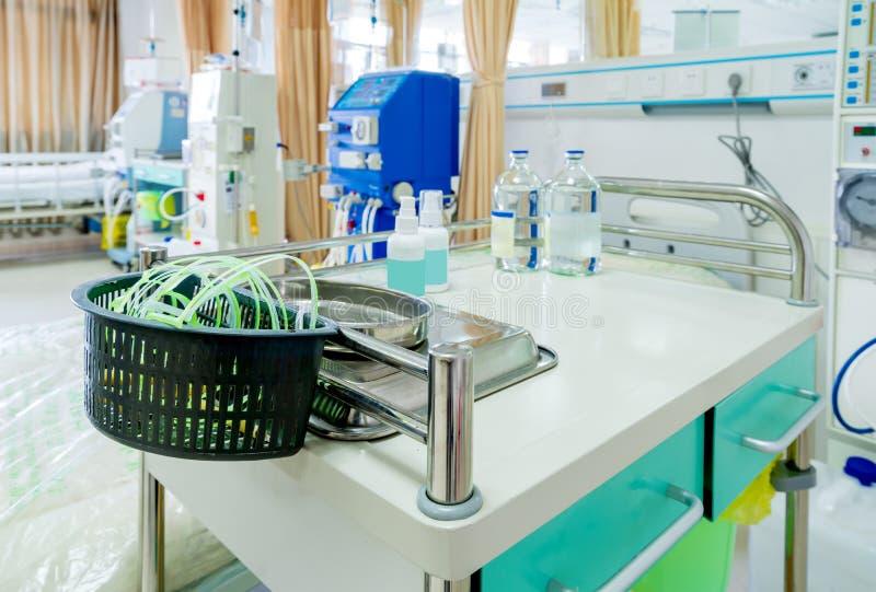 Machine de hémodialyse dans une salle d'hôpital photos libres de droits