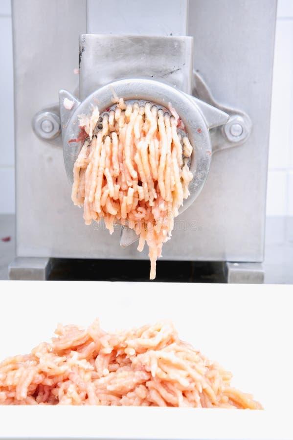 Machine de hache-viande et viande hachée fraîche photo stock