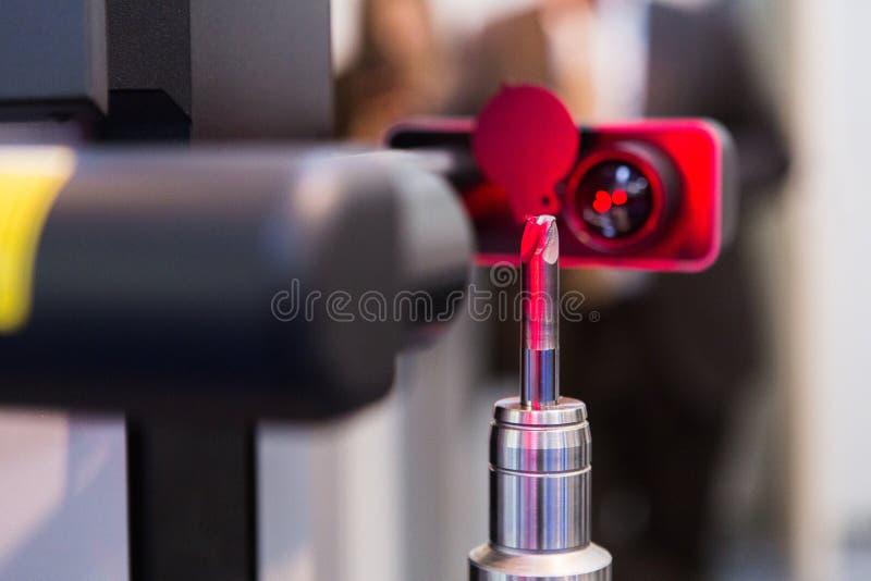 Machine de laser pour la mesure de la taille de partie photos stock