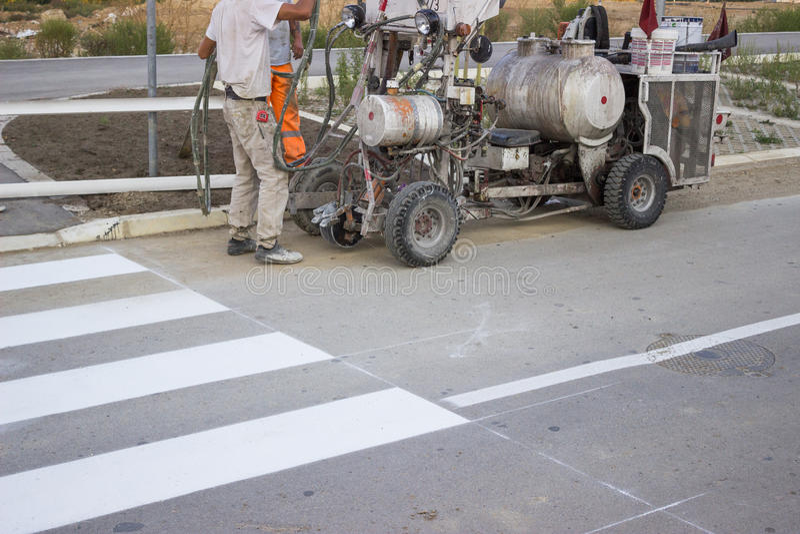machine 2 de peinture de route photo stock image du asphalte divertissement 34491138. Black Bedroom Furniture Sets. Home Design Ideas
