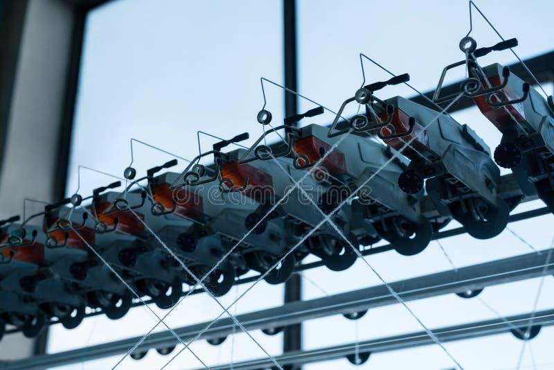 Machine de rebobinage à la vue de tricotage d'usine photos libres de droits