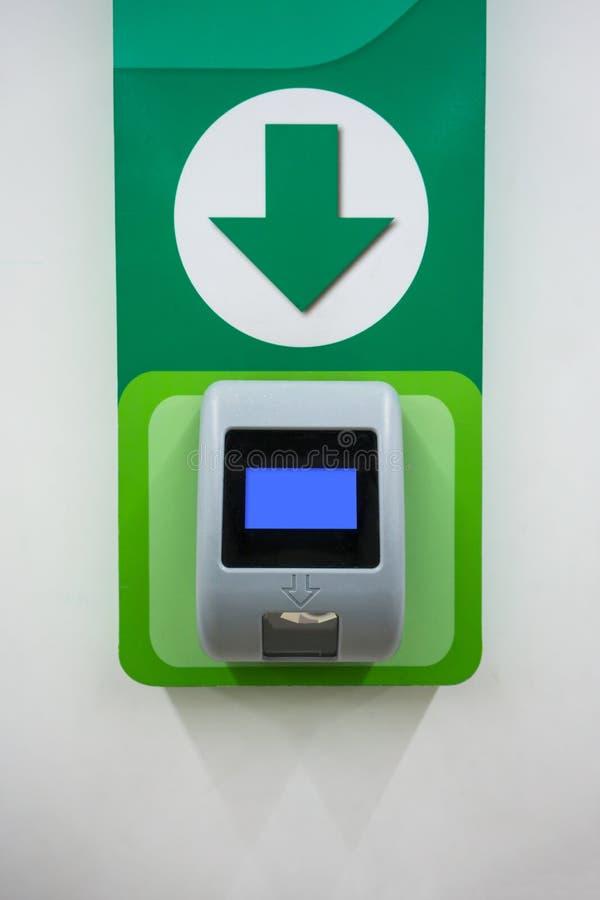 Machine de scanner des prix de code barres installée sur le mur pour le magasin auto--s photos libres de droits