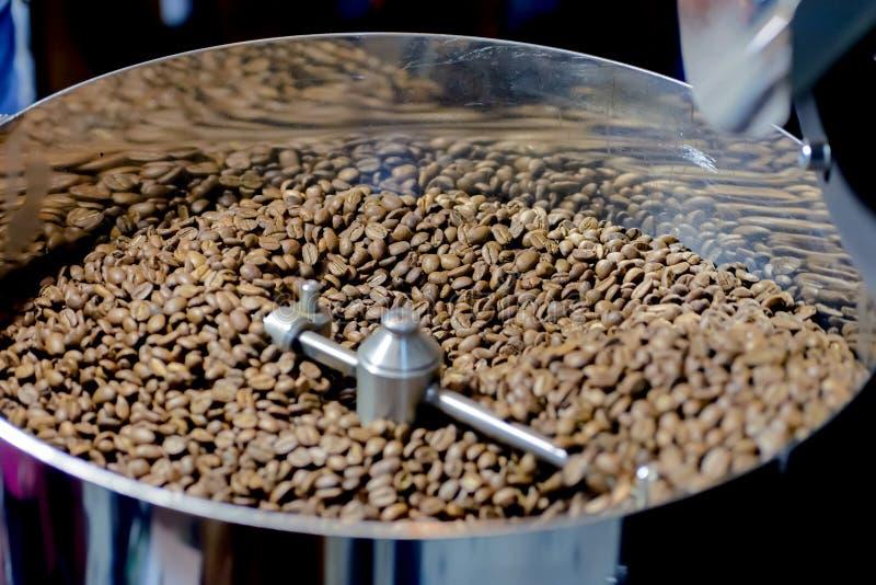 Machine de torréfaction de café images stock