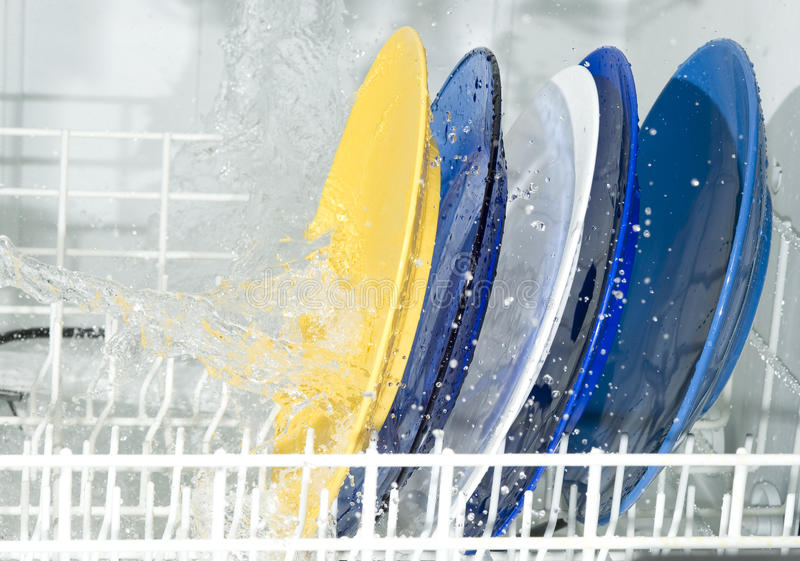 Machine de vaisselle photographie stock libre de droits
